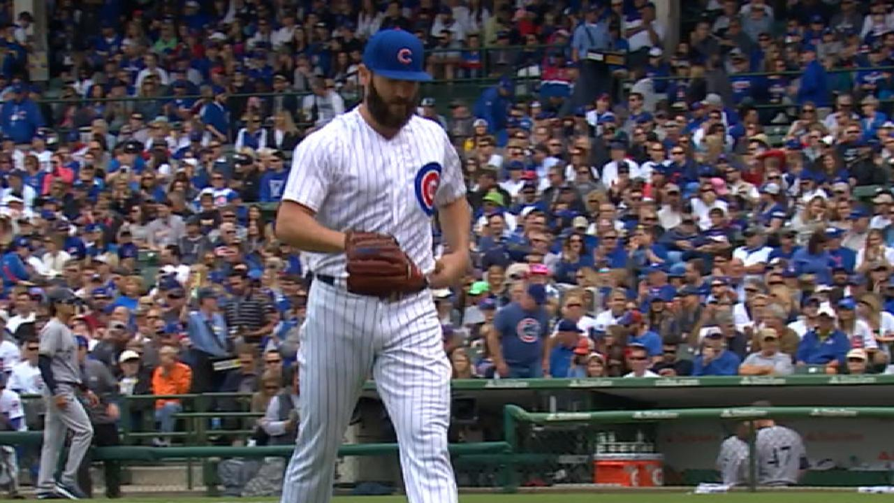 Arrieta shows improvement in escaping jams