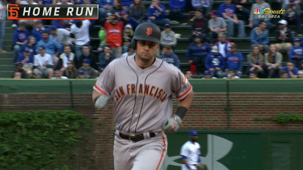 Solo HR streak carries Giants at Wrigley