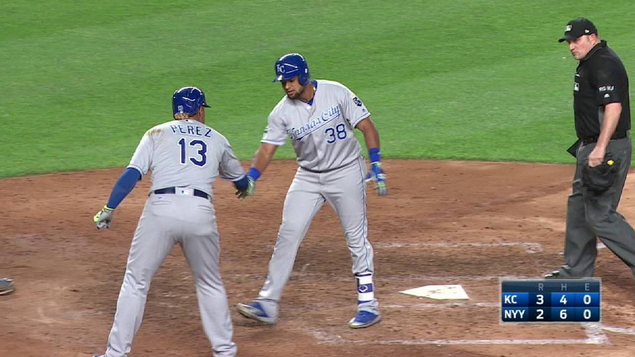 Royals get over wall after several deep flyouts