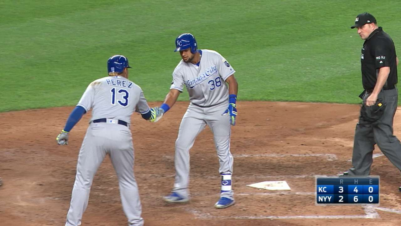 Royals sock it to Yanks with 4 late home runs