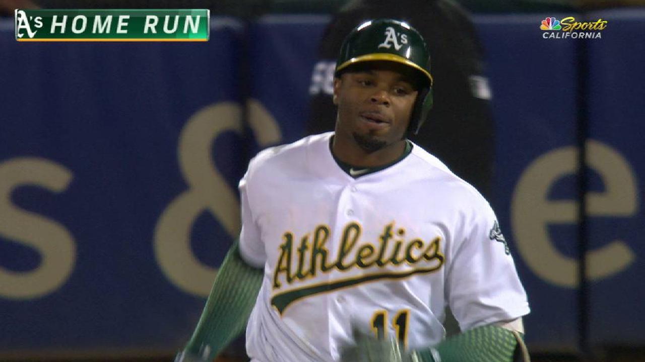 Davis' two-run homer