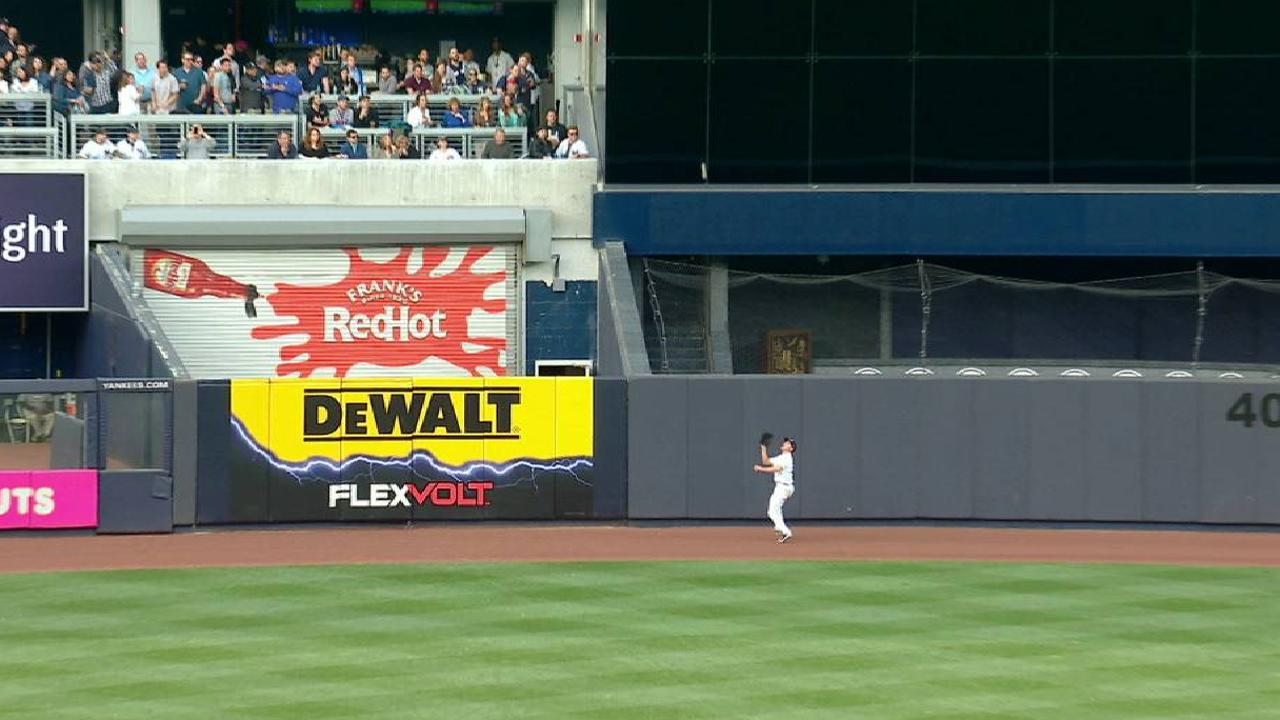 Ellsbury lands on DL after crashing into wall