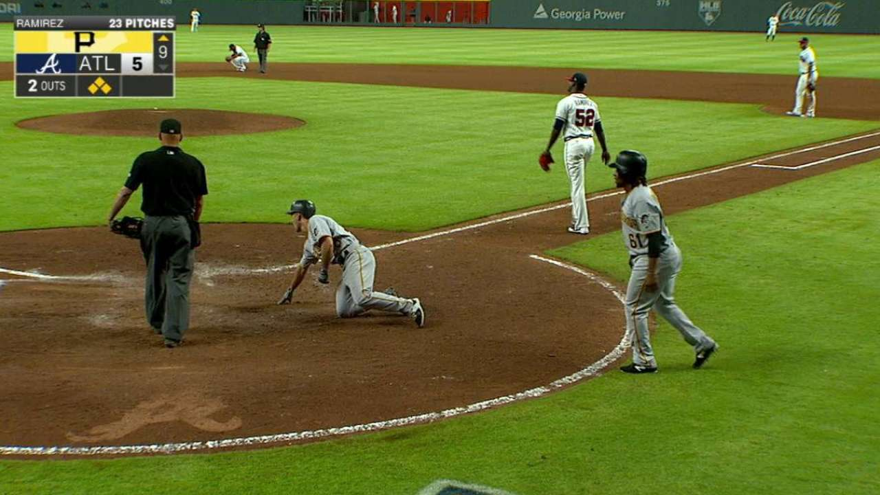 Osuna's game-tying two-run hit