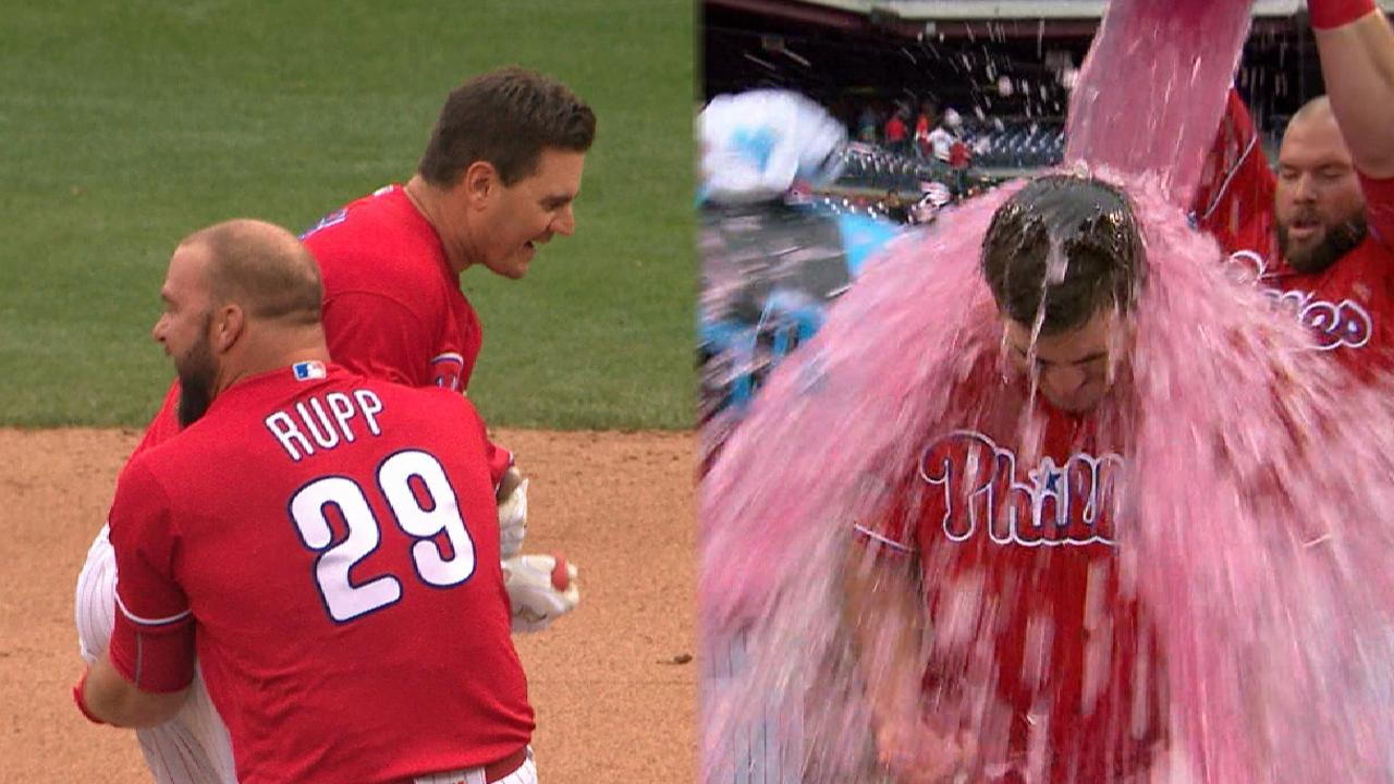 Joseph homers, hits walk-off single to lift Phils