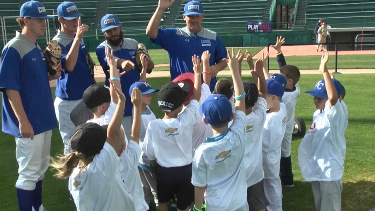 Jaffe welcomes youngsters in Play Ball clinic