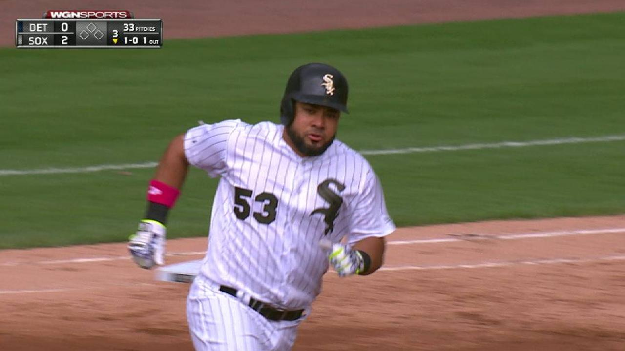 Gonzalez flirts with perfecto in White Sox win