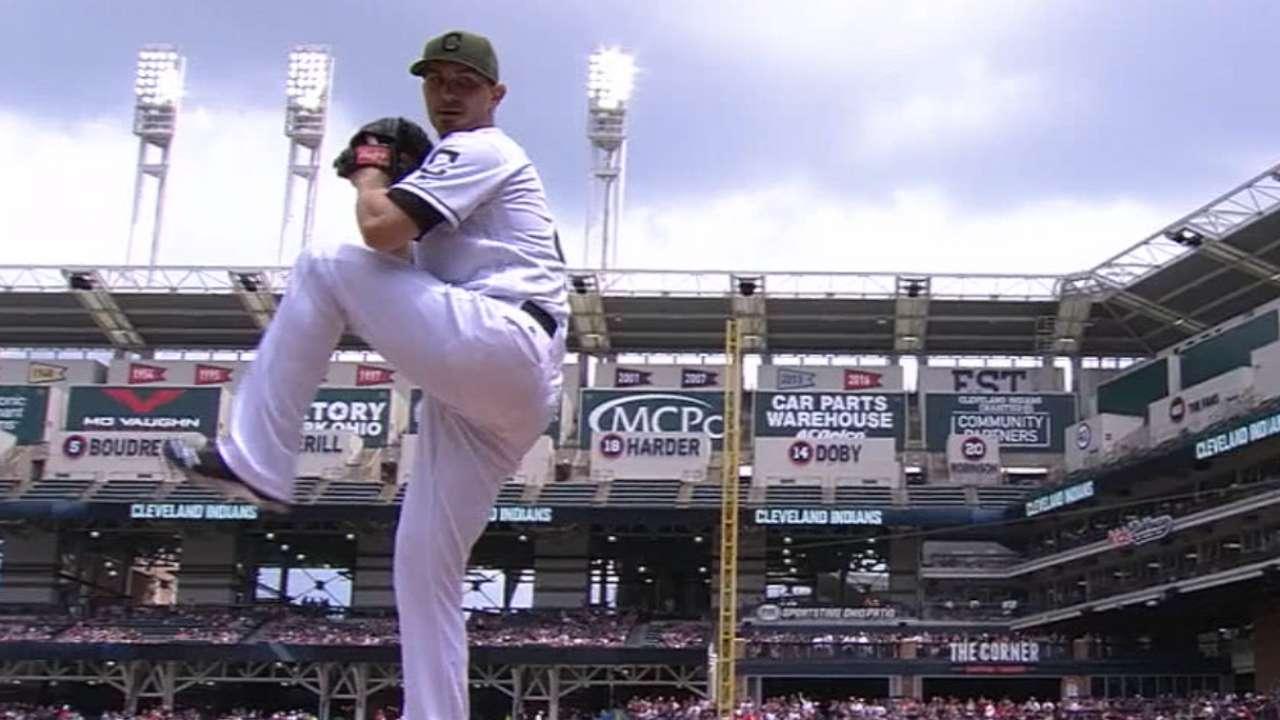 Tomlin baffles Royals as Indians grab finale