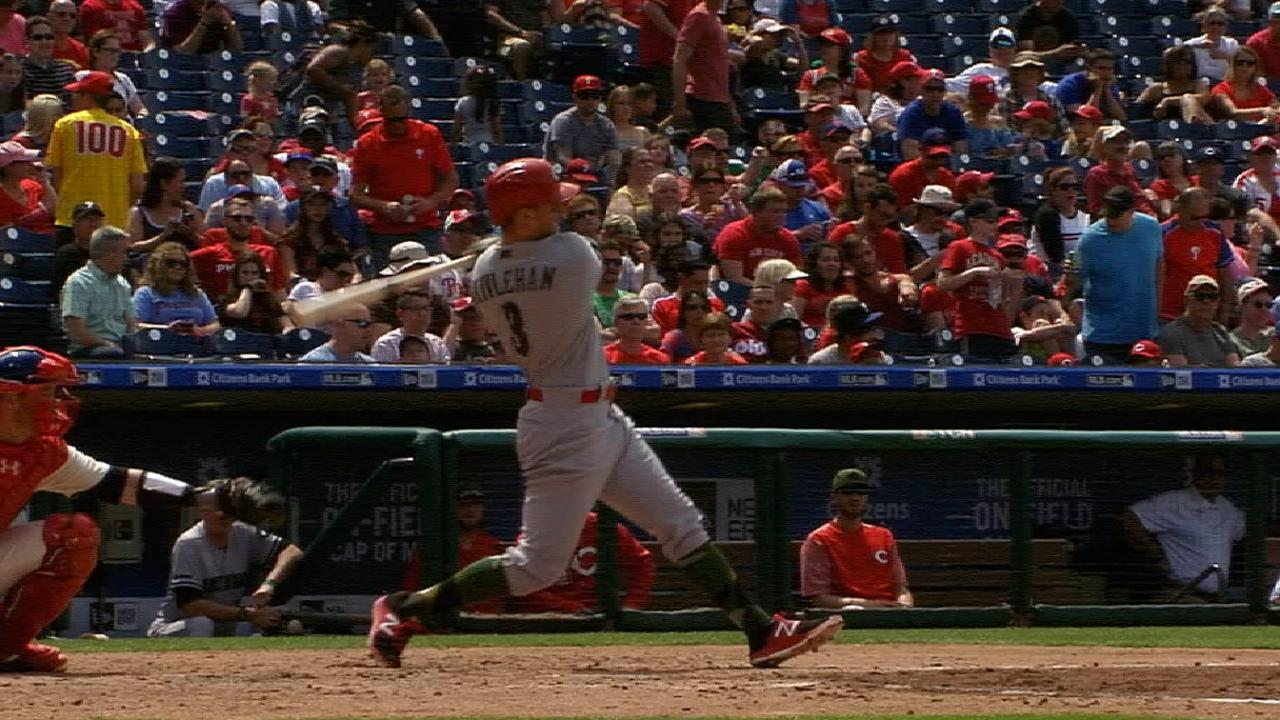 Reds hit 5 homers, win series against Phillies