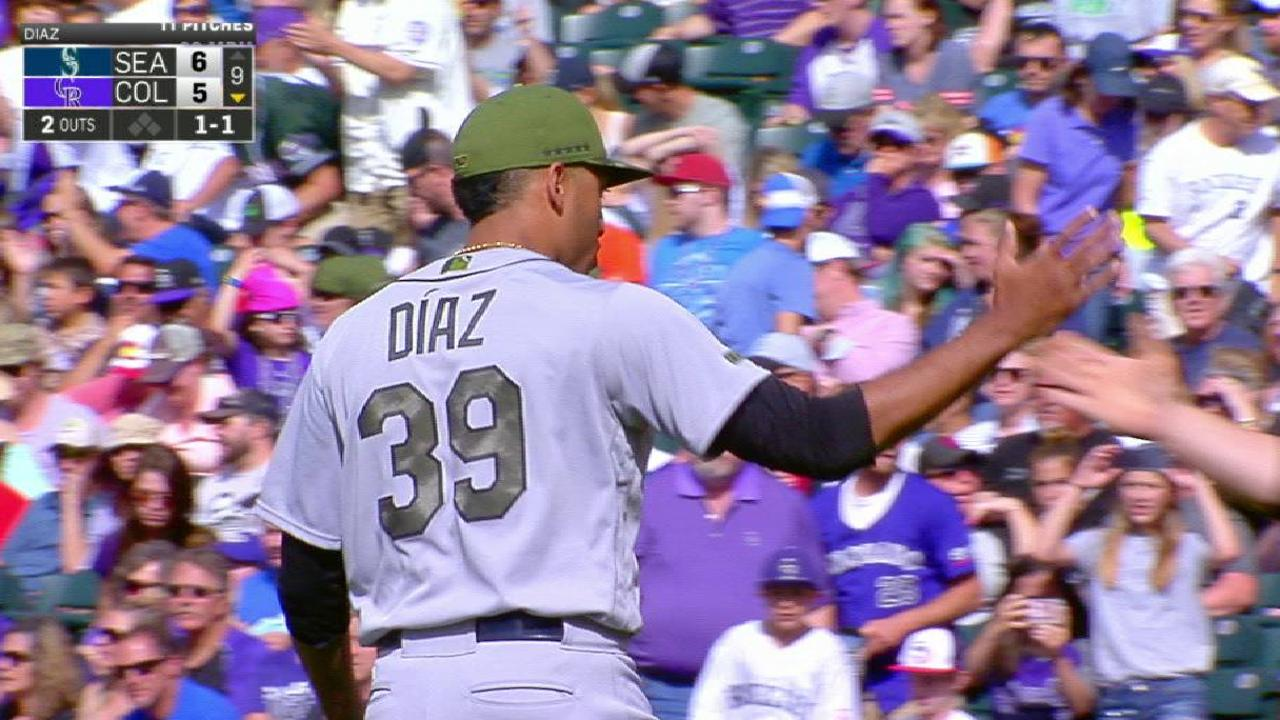 Diaz secures the Mariners' win