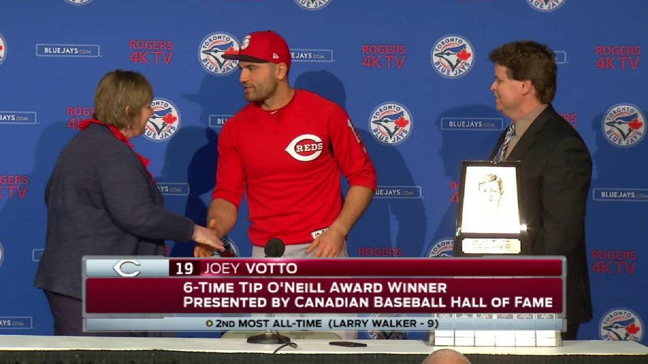 Votto receives Tip O'Neill Award