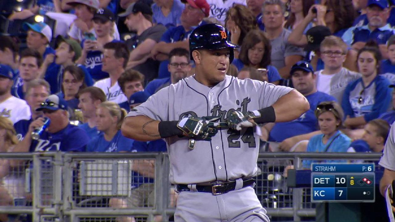 Tigers rally with 4-run 8th to overcome Royals