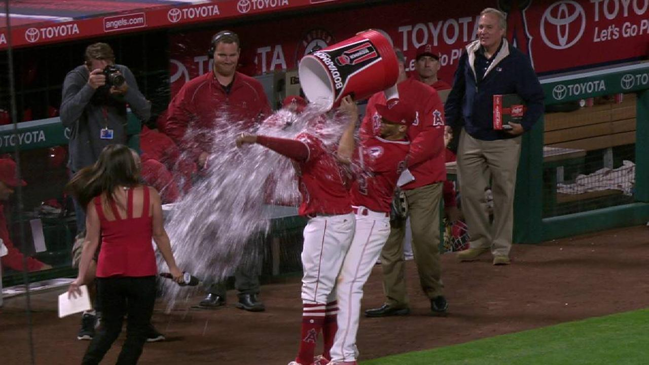 Young Jr.'s homer lifts Angels over Braves