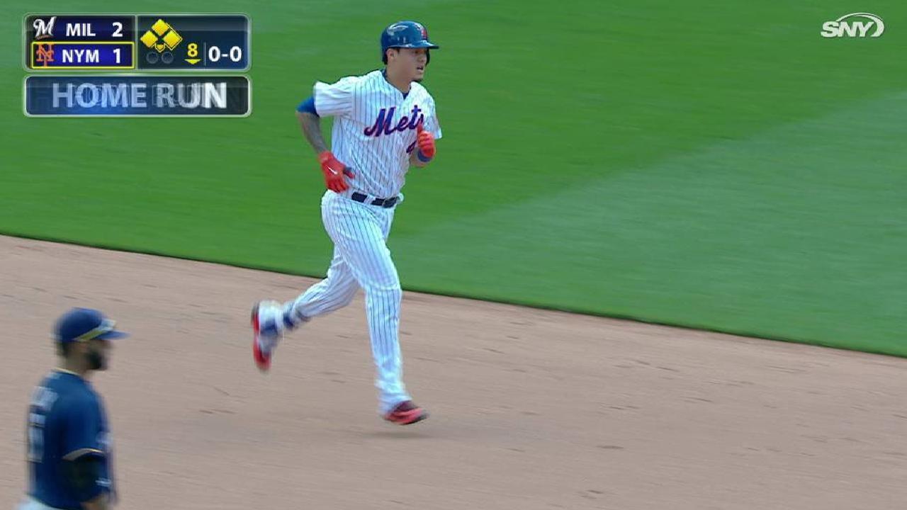 Wilmer Flores se vuela la barda para impulsar a Mets sobre Piratas
