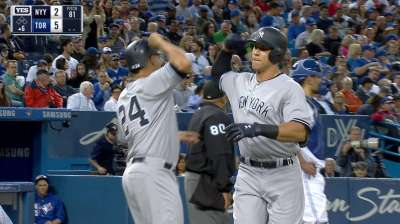Yankees smash Blue Jays in record-tying fashion