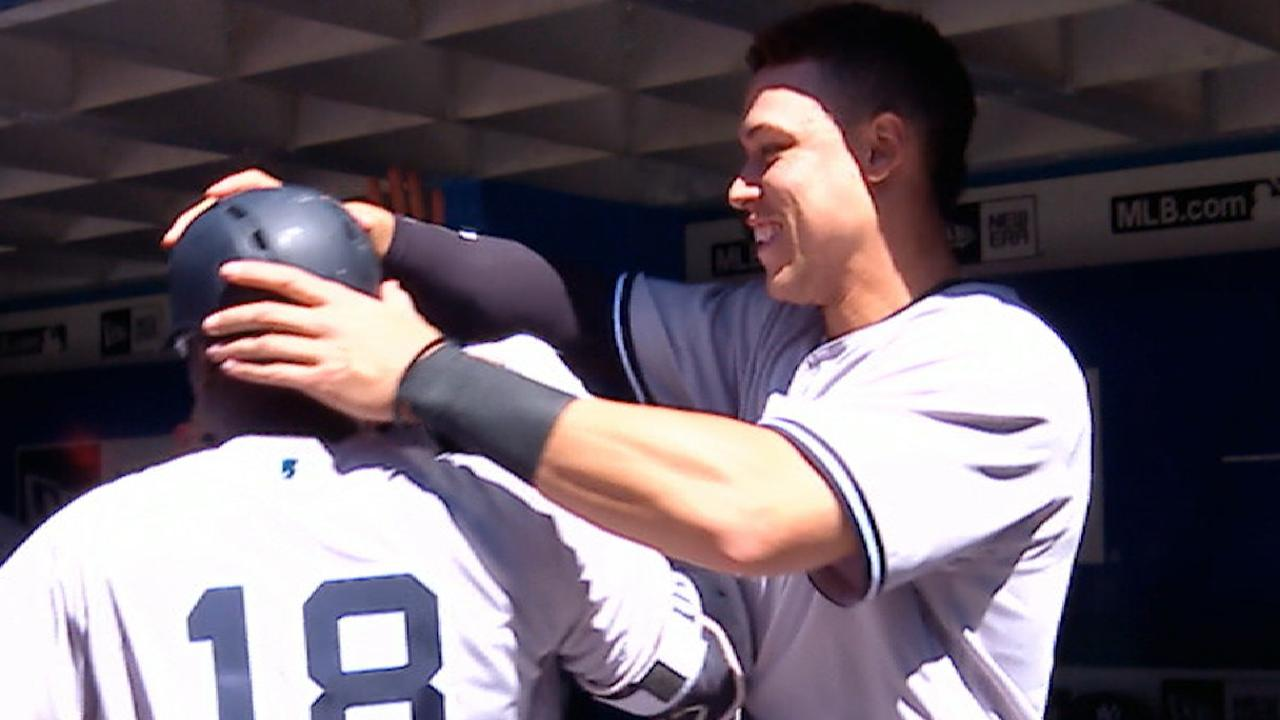 Yankees belt four homers in 8th