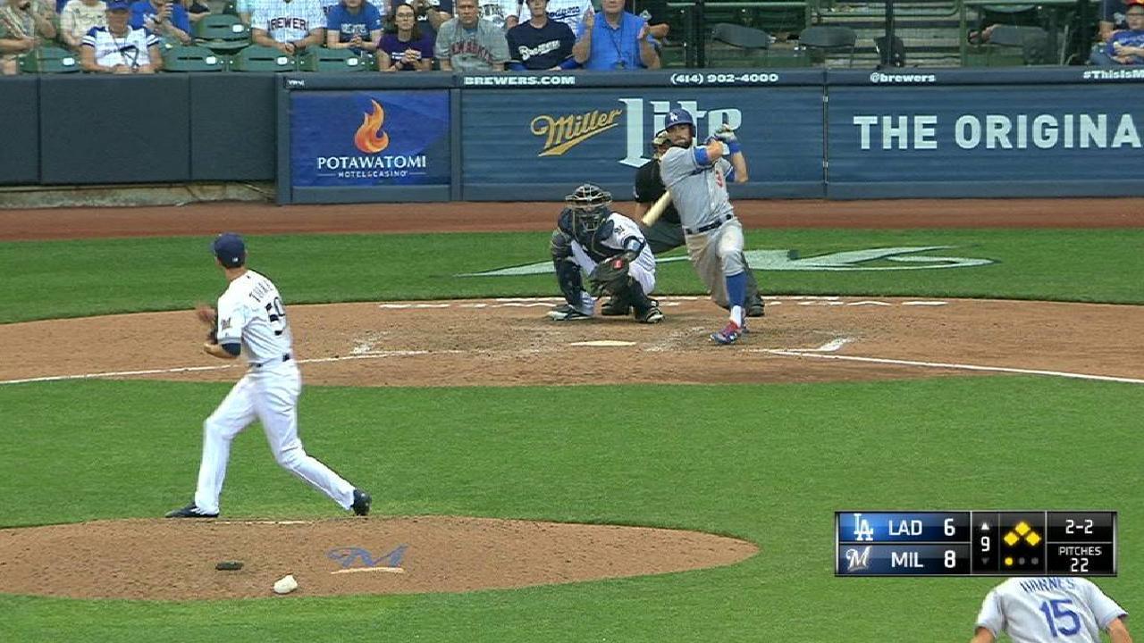 Grand slam de Taylor en el 9no sentencia triunfo de Dodgers ante Cerveceros