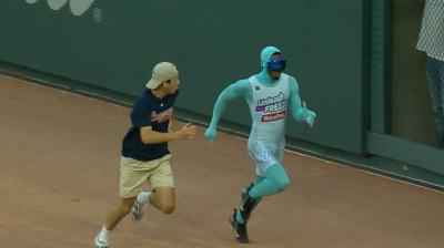 Braves fan has a regrettable finish to race in between innings