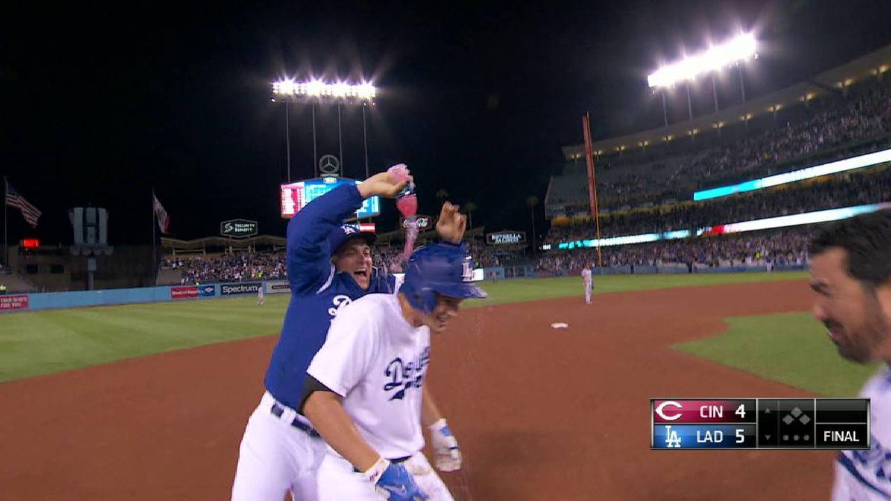 Corey Seager, Dodgers dejaron tendidos a los Rojos en la 9na