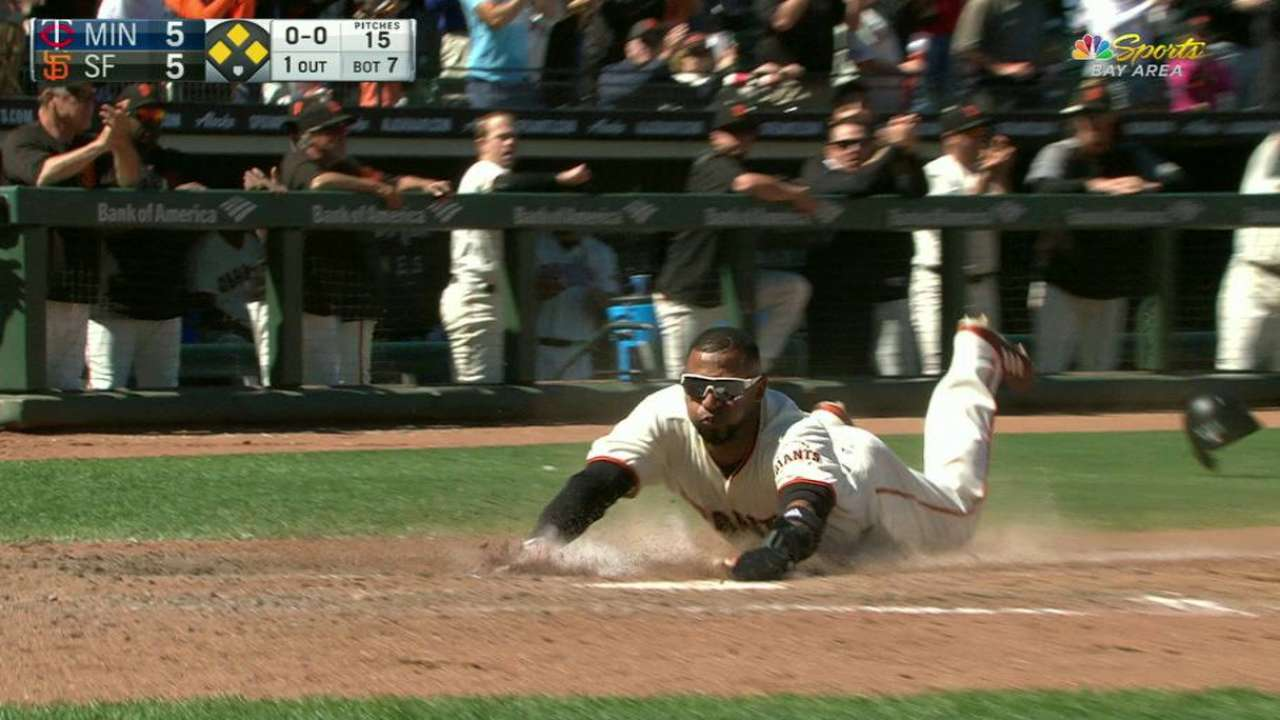 Posey holds commanding lead to start ASG