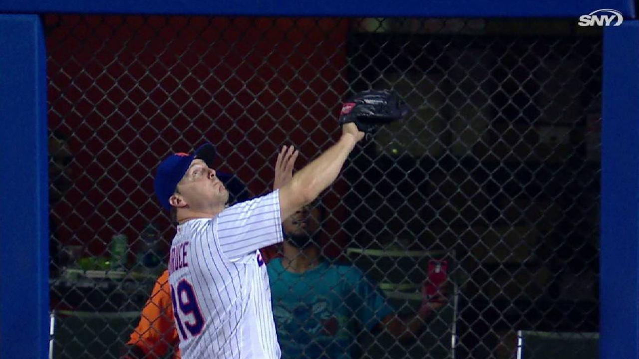 Bruce robs Schwarber of a homer
