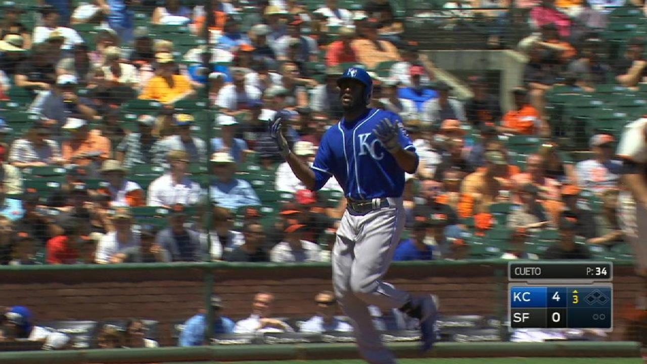 Royals crack 3 HRs, trip up Giants in finale