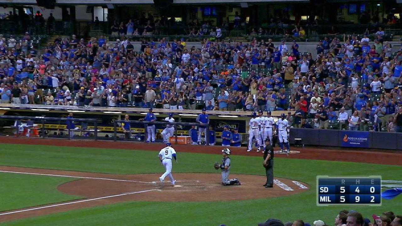 Pina's solo homer ties the game