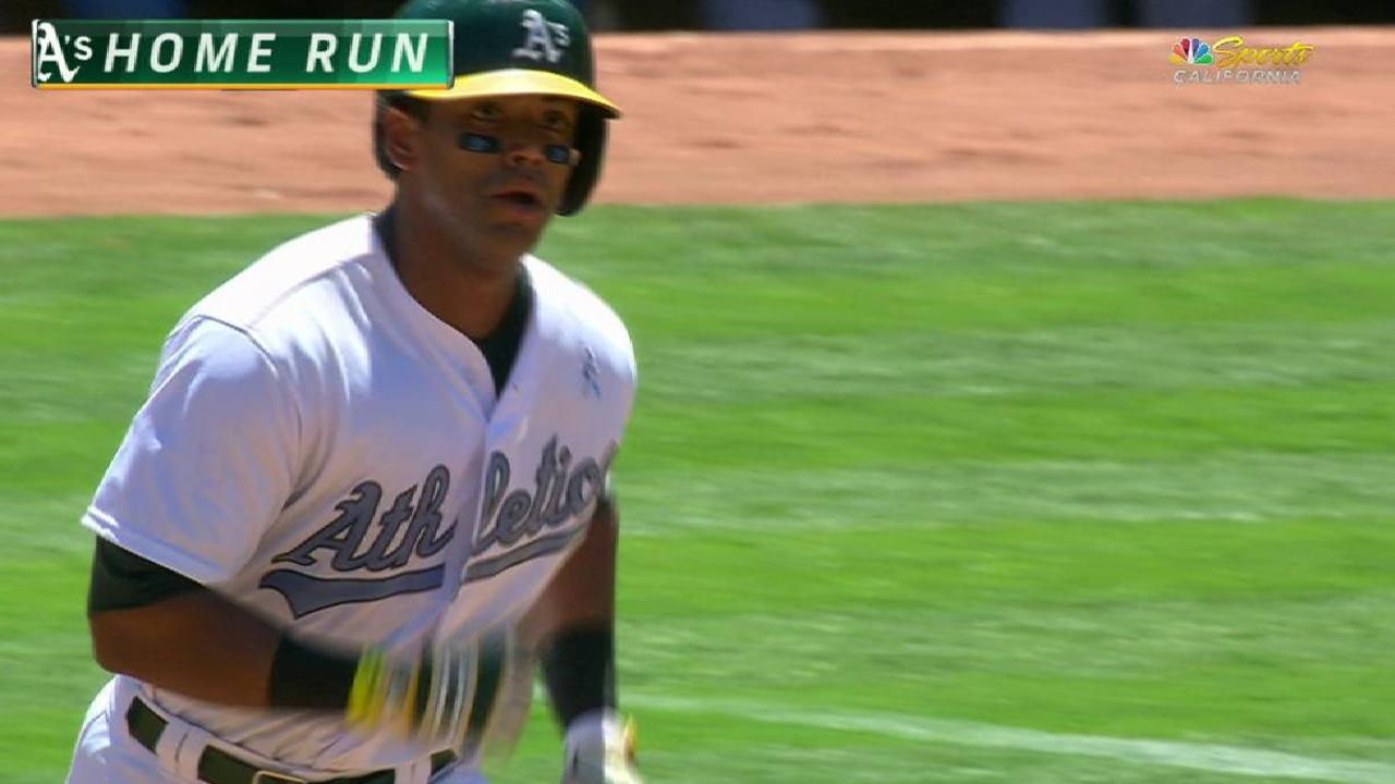 Khris homers as A's sweep 4 from Yanks