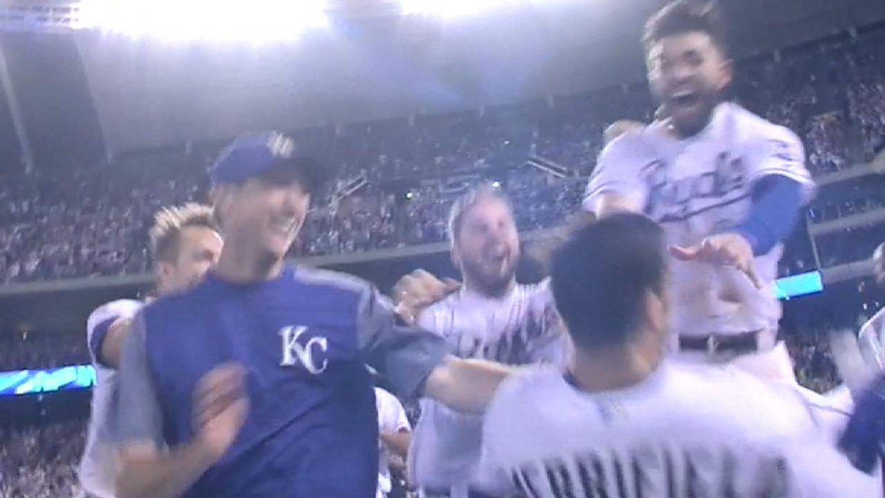 Down 3 in 9th, Royals walk off against Jays