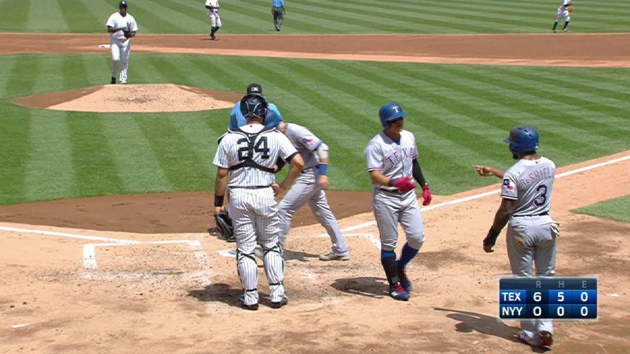 Rangers ride 3 HRs, hold off Yanks in finale