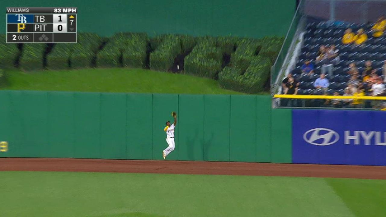 McCutchen's leaping catch