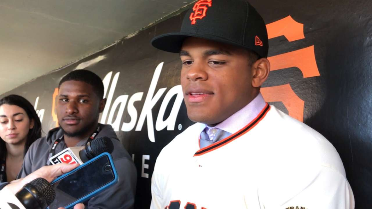 Heliot Ramos signs with Giants