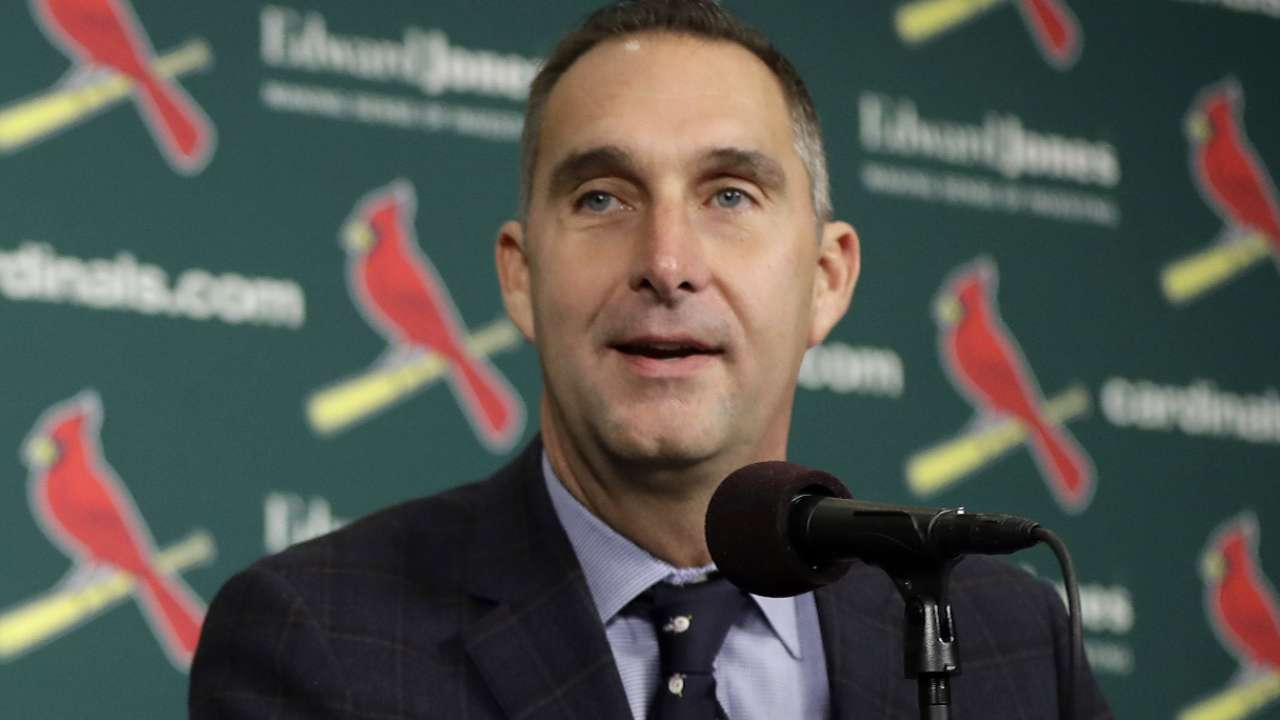 Cards promote Mozeliak, name Girsch GM