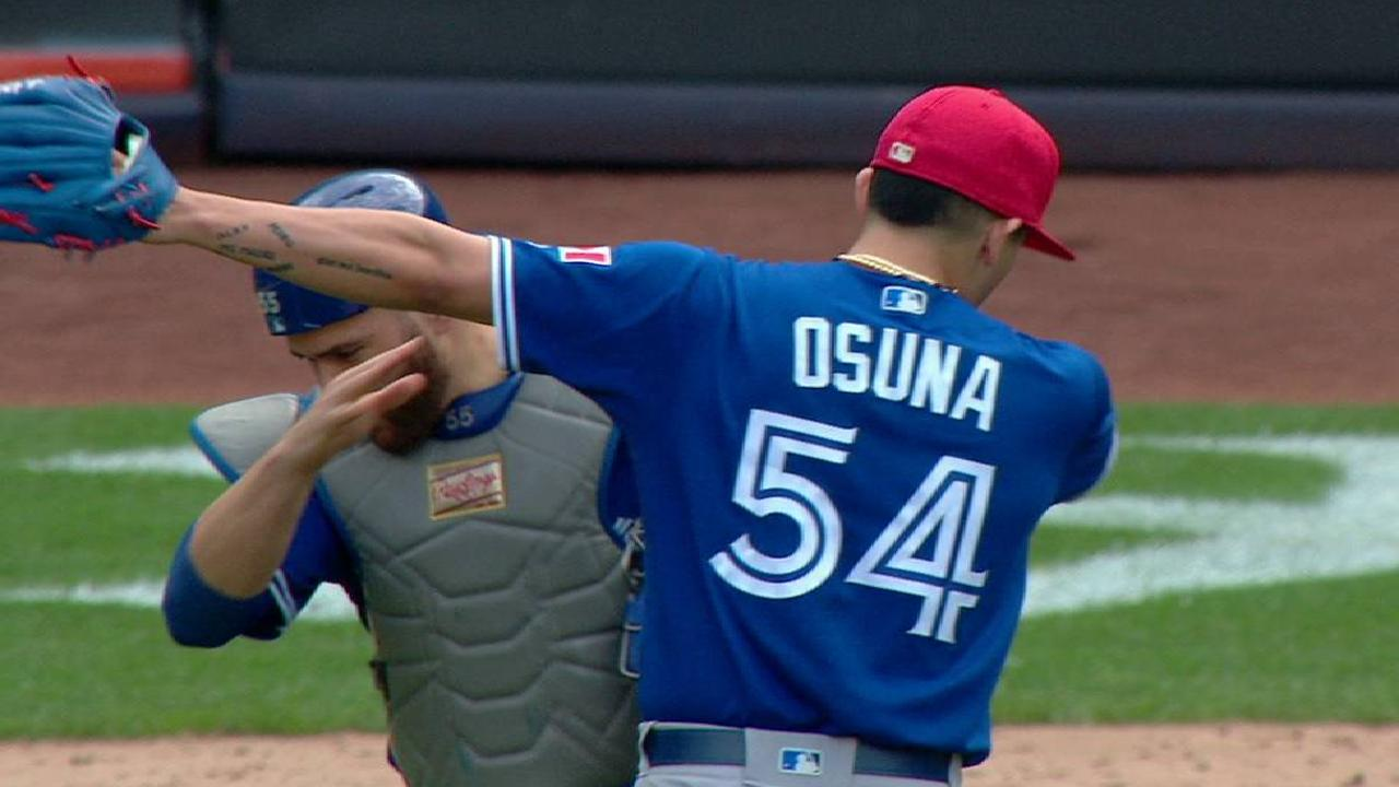 Osuna notches his 20th save