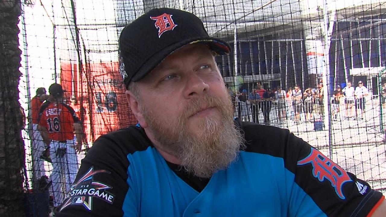 Cudlitz on Celebrity Softball