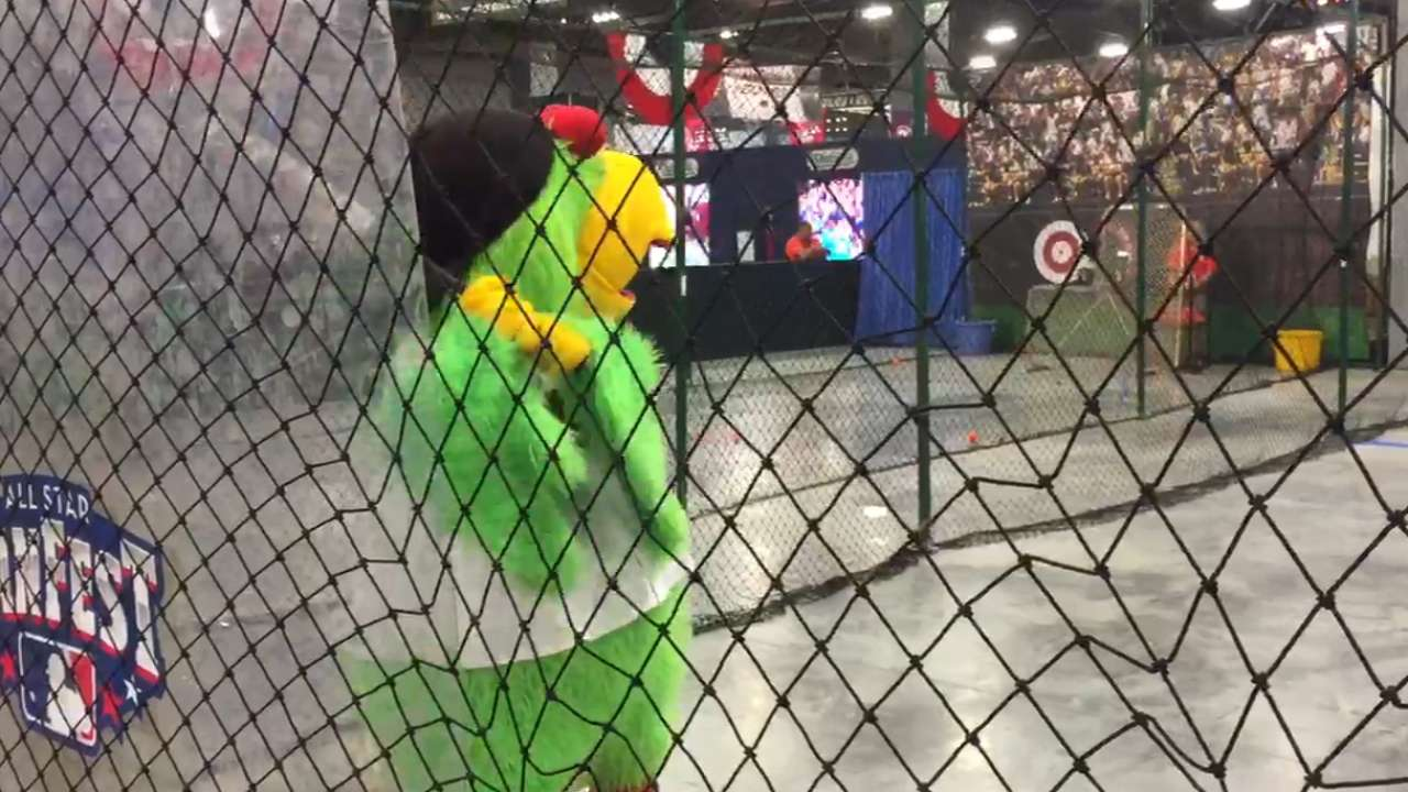 IRL: Pirate Parrot at FanFest