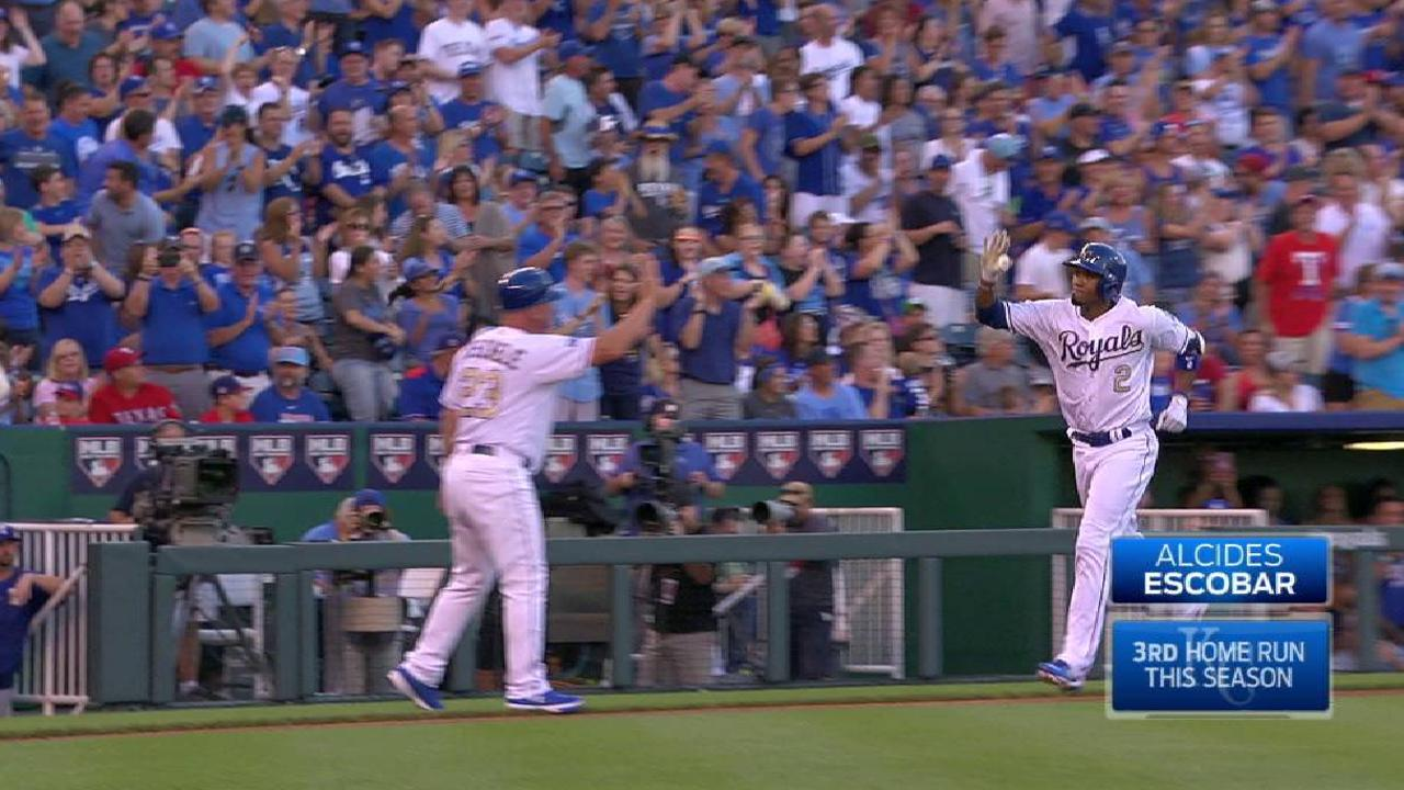 Royals burned late by Rangers' powerful bats
