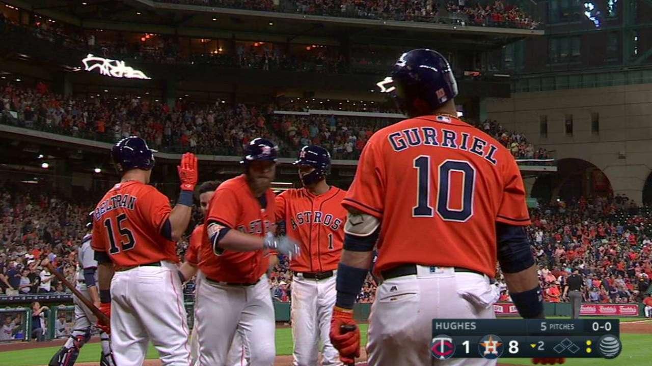 Astros superan a los Mellizos con poder de McCann y González