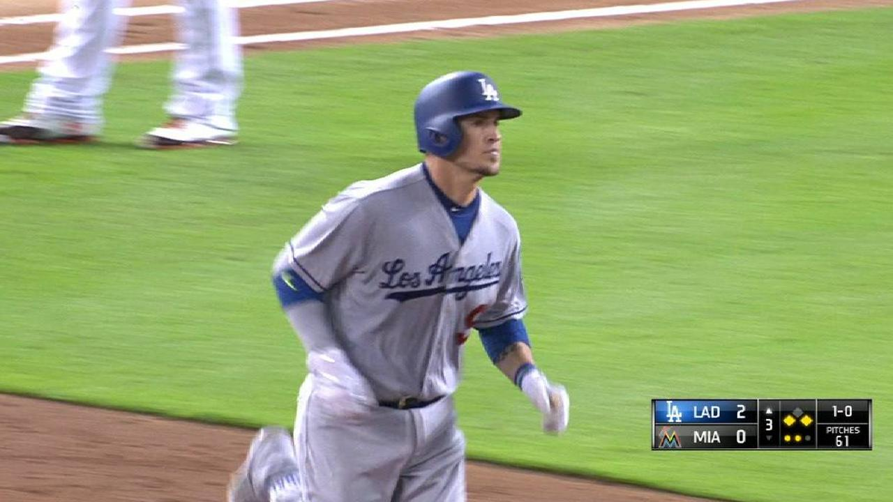Grandal's booming three-run shot