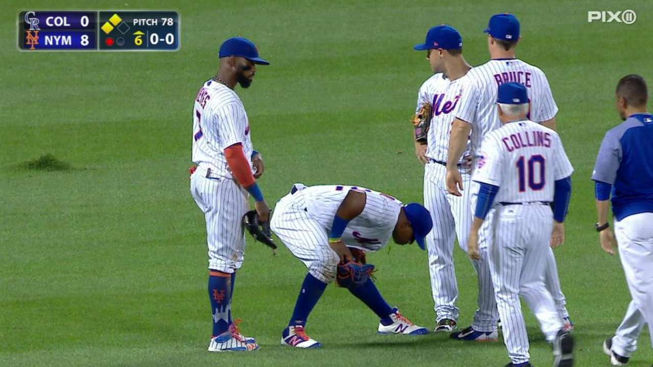 Cespedes tweaks hip on sliding catch attempt