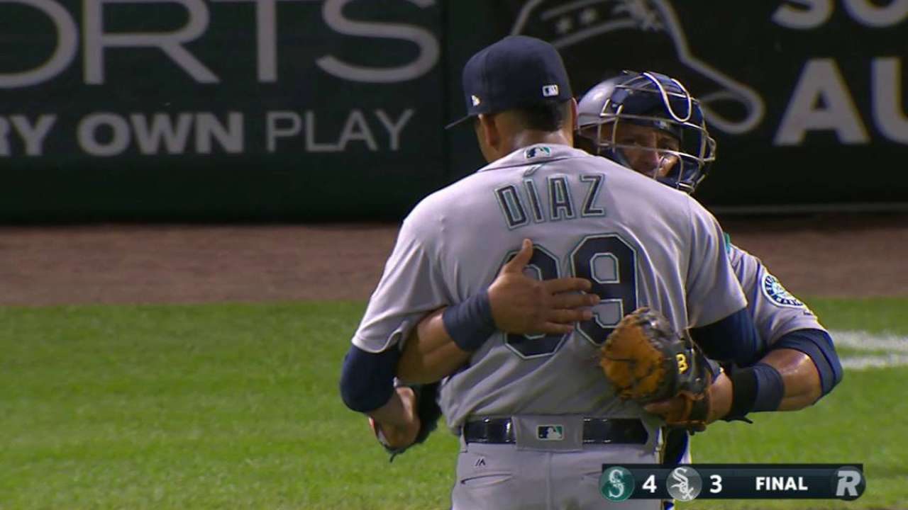 Diaz earns the save