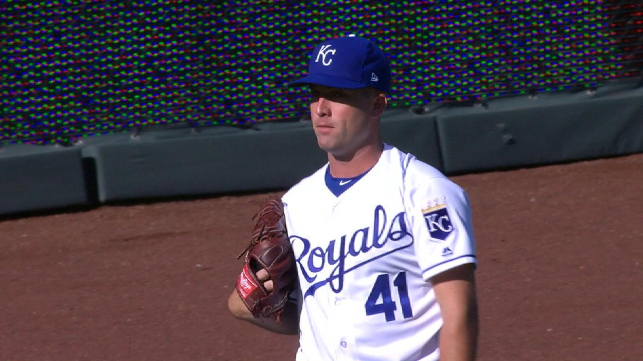 Royals' bats miss mark in loss to Rangers