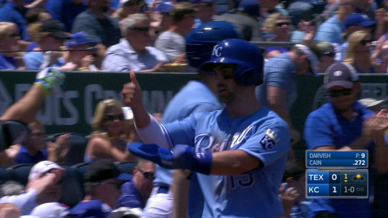 Royals capitalize on wild pitch