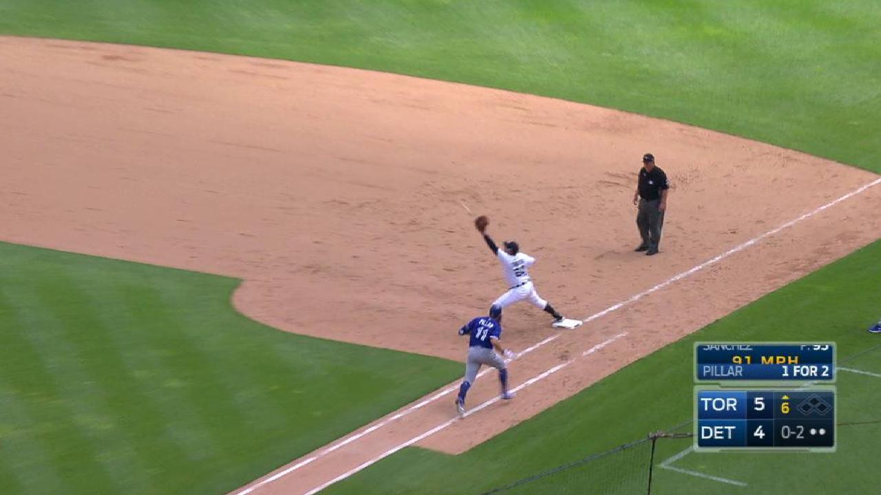 Kinsler's smooth backhanded grab