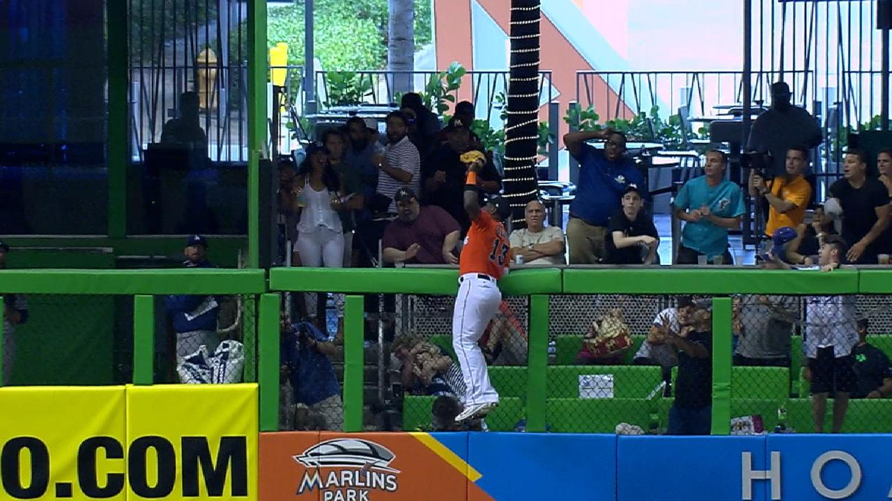 Ozuna scales wall, takes away home run