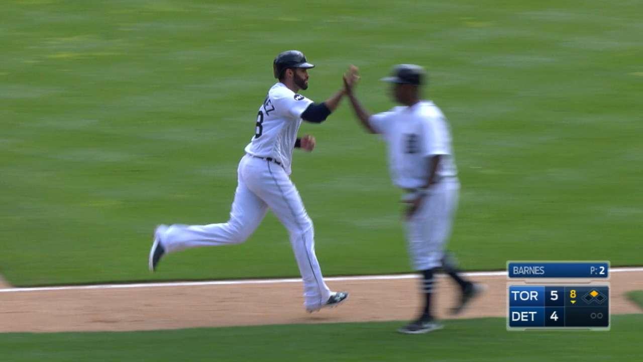 Martinez's game-tying shot