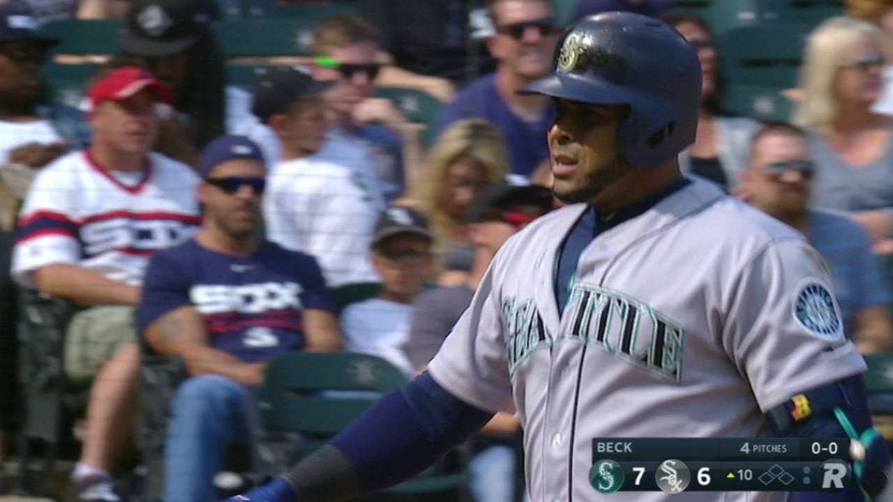 Mariners storm back, finish South Side sweep