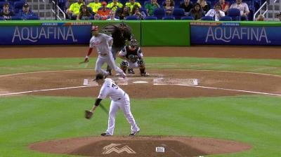 Di Maria throws first pitch at Major League Baseball game between Marlins and Phillies