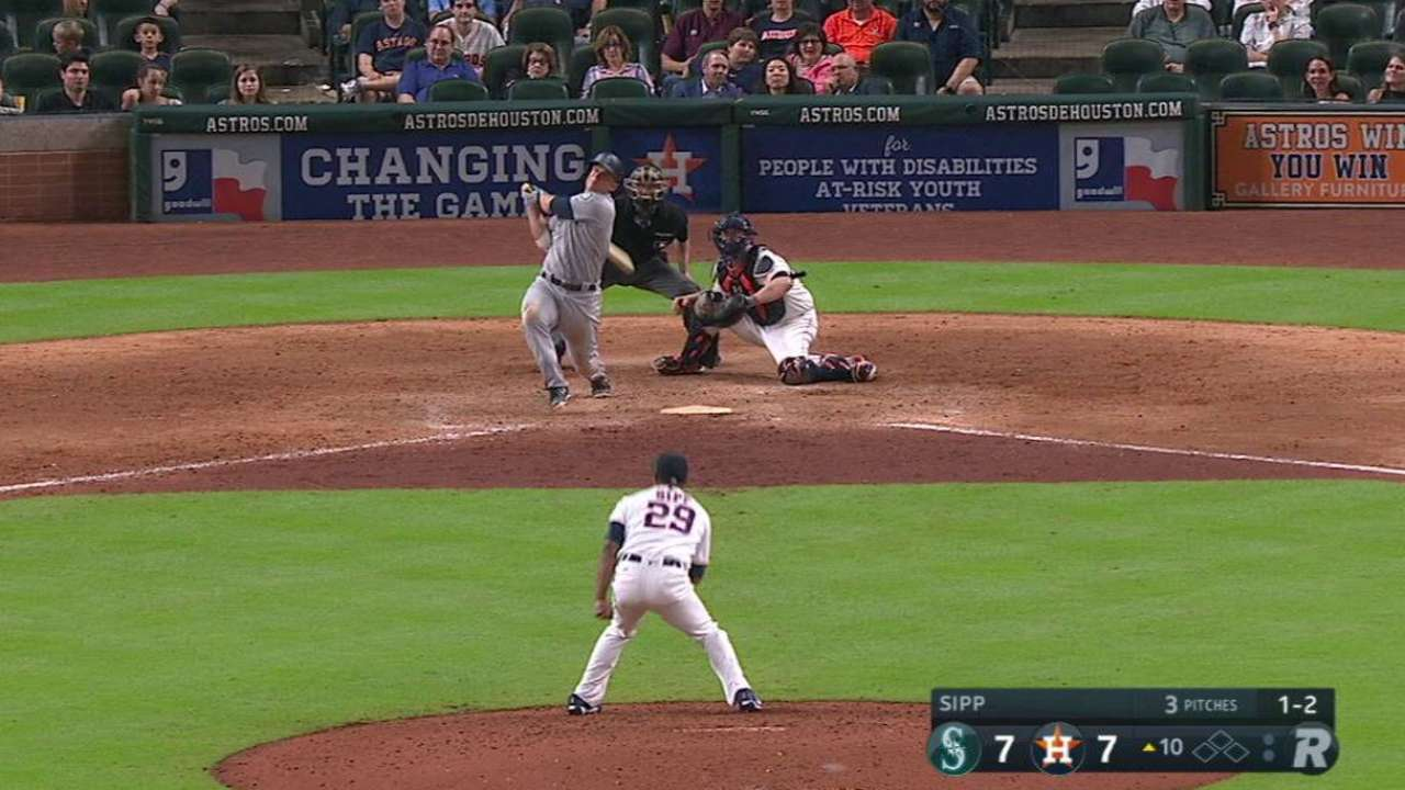 Seager's solo homer in 10th