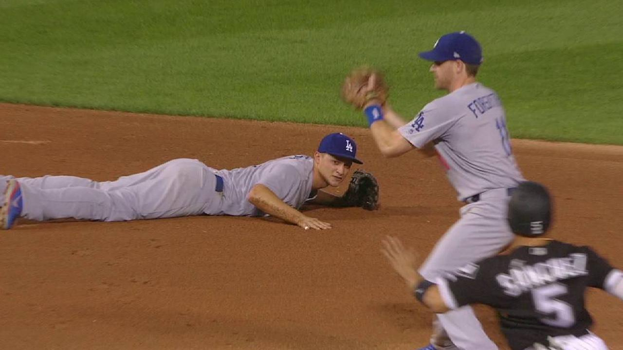 Seager starts smooth double play