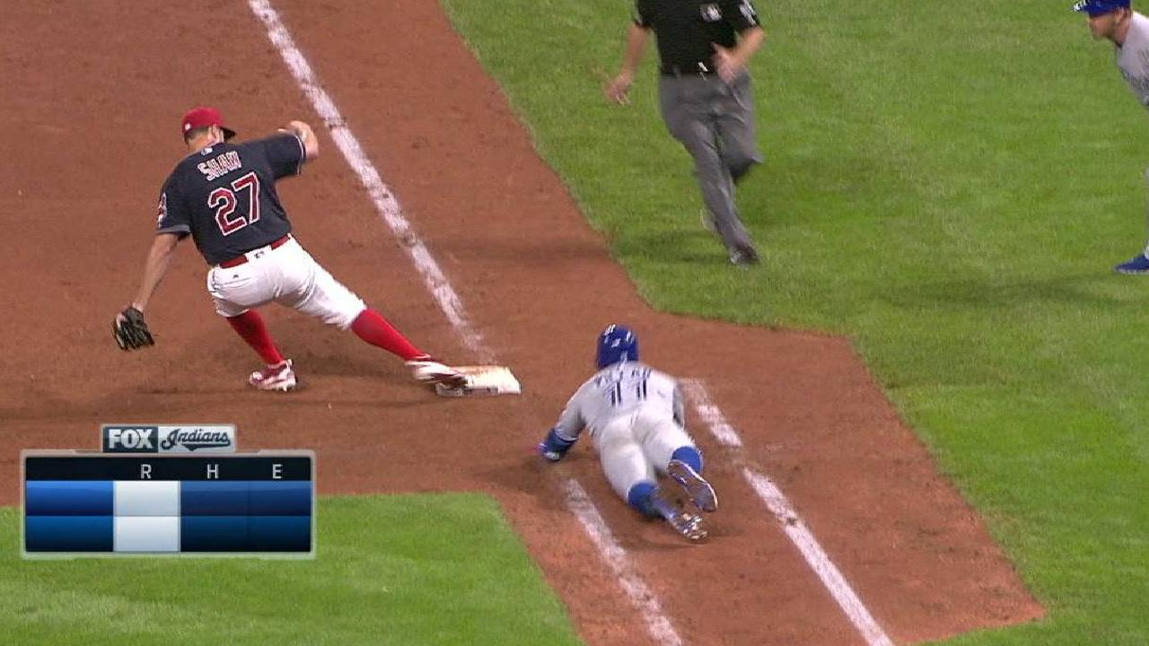 Shaw escapes a jam in the 10th